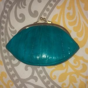 Hand purse.